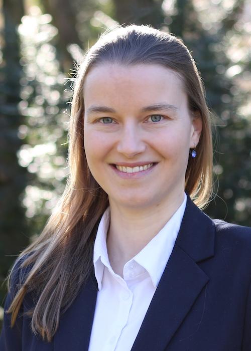 Dr. Yvonne Giesing